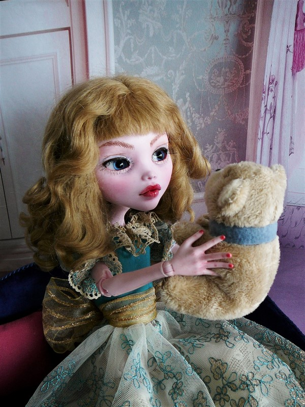 Draculaura géante customisée (Mattel) 17_lau10