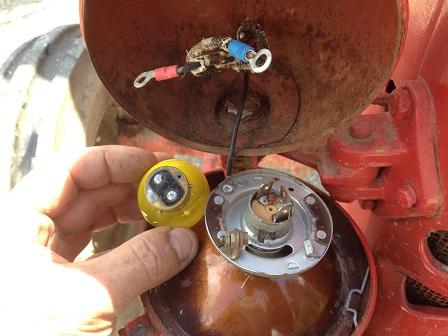 changement ampoule tracteur d 30 Img_1210