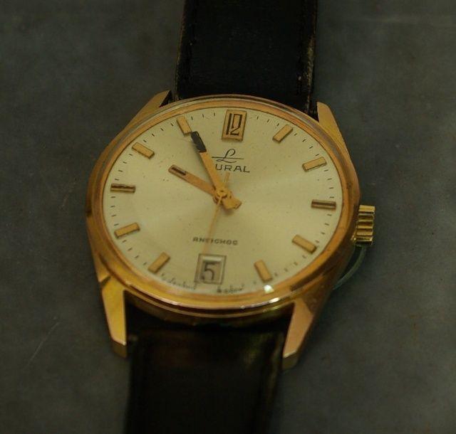 Marques d'emprunt ou d'exportation des montres soviétiques - Page 2 Oural10