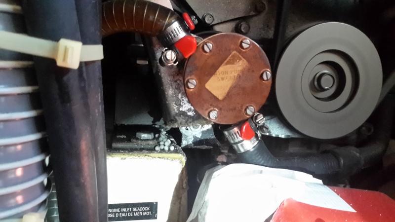 Question mécanique moteur : fuite pompe à eau de mer - Page 2 Fuite210