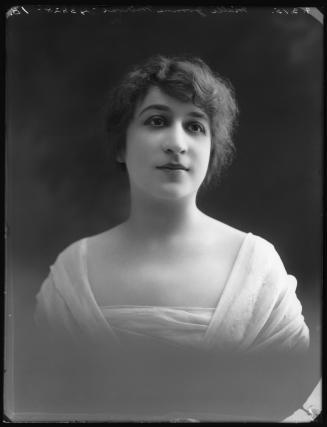 Une Aventure Secrète de Marie-Antoinette, avec Yvonne Mirval (Camille Morlhon - 1910) 4773210