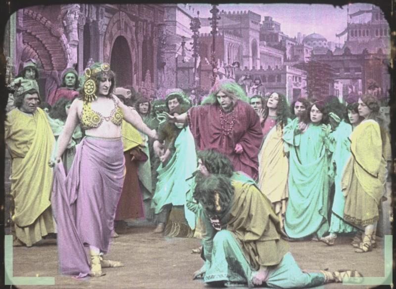 Une Aventure Secrète de Marie-Antoinette, avec Yvonne Mirval (Camille Morlhon - 1910) Semira10