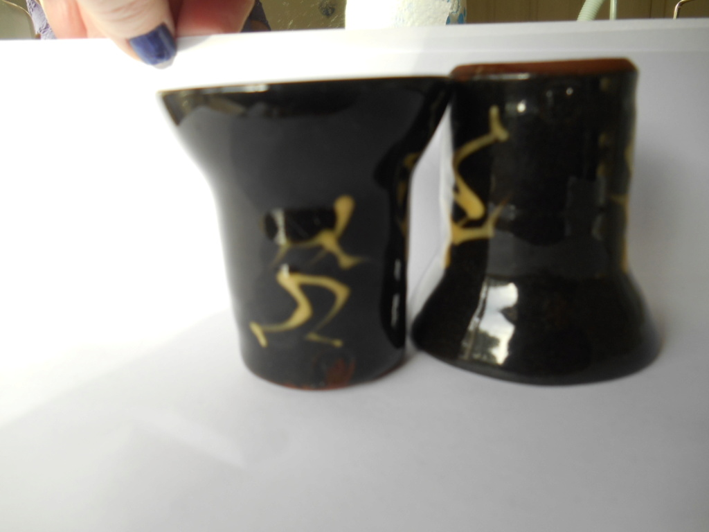 Stick figures Slipware- KT KI KJ mark - see Arch Pottery, Anthony Richards  Dscn1111