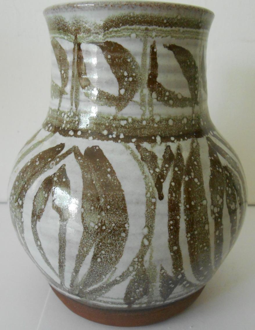 Earthenware Vase J S or T S initials - John Shelly? I.D. help appreciated. Dscn2013