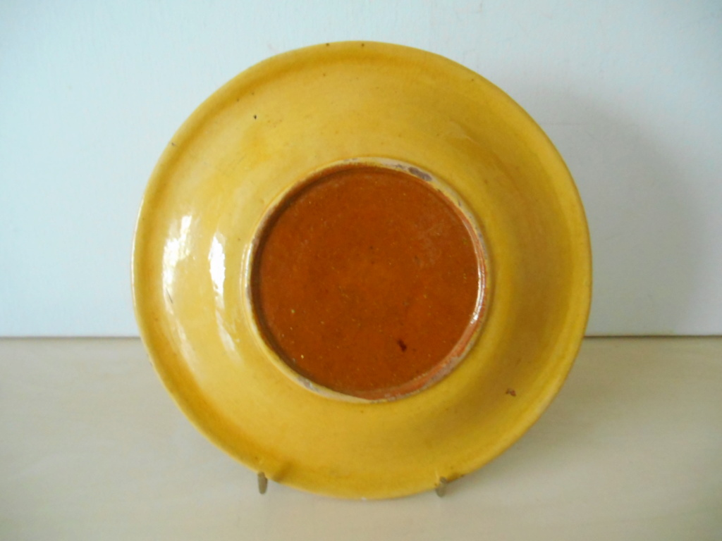 Rustic? Earthenware Plates - Age and Country of Origin help please Dscn2710