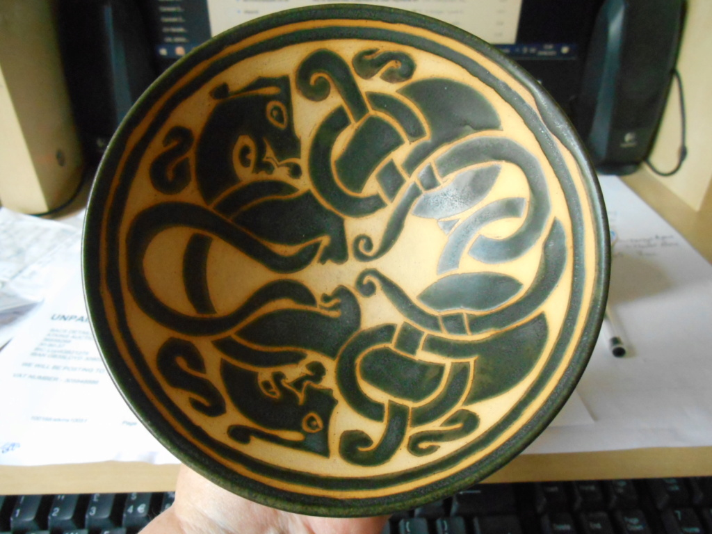 Small bowl with Celtic style decoration -unmarked - Help to identify please Dscn4111
