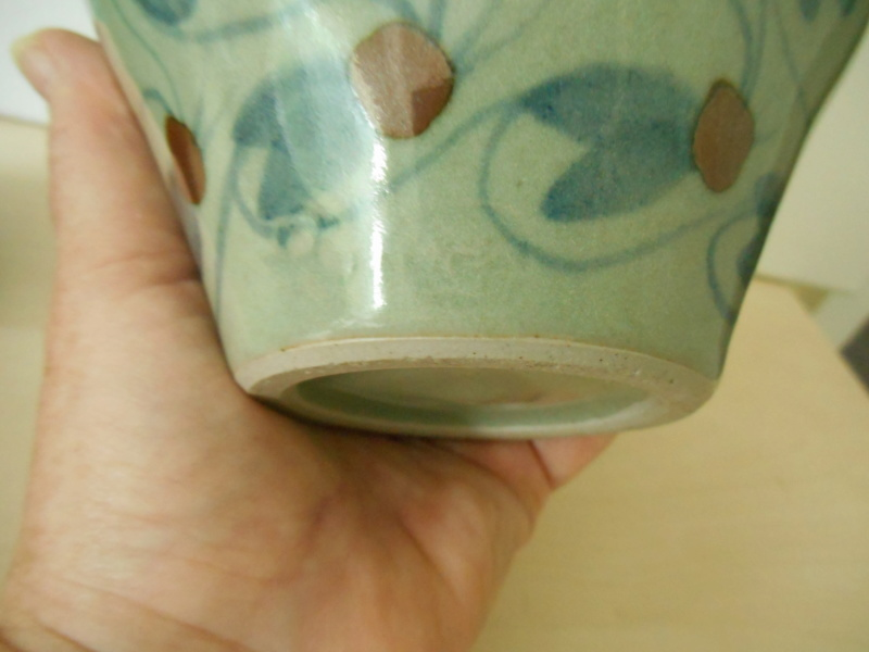 Help re. Potter pl celadon colour glaze - 2 marks R C plus another Dscn7830