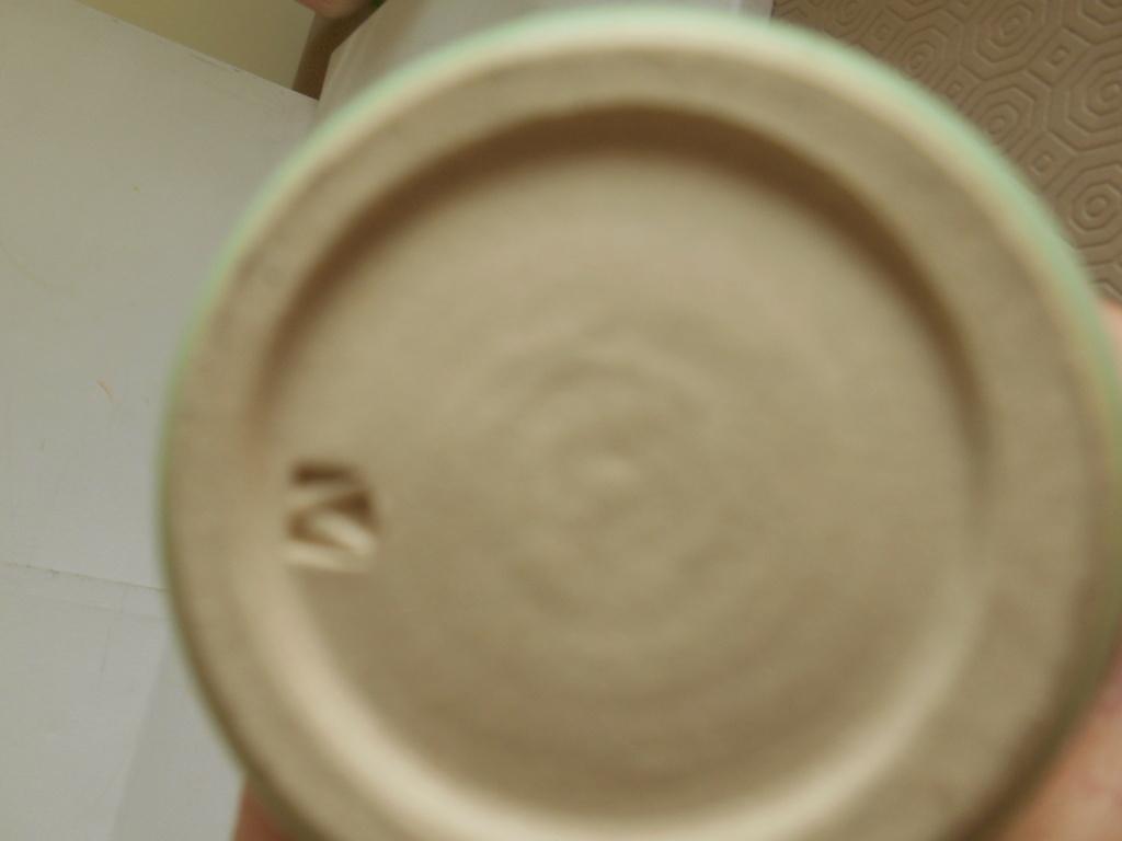 Vase Lucie Rie influence V shape mark - help to identify maker please Dscn9710