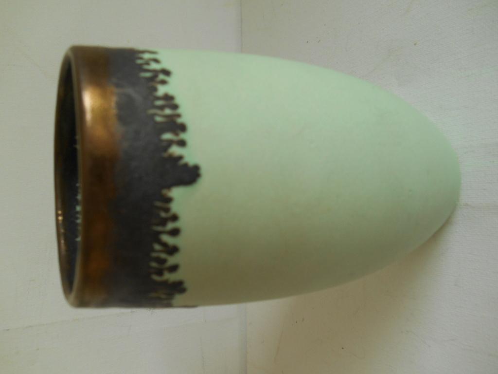 Vase Lucie Rie influence V shape mark - help to identify maker please Dscn9712