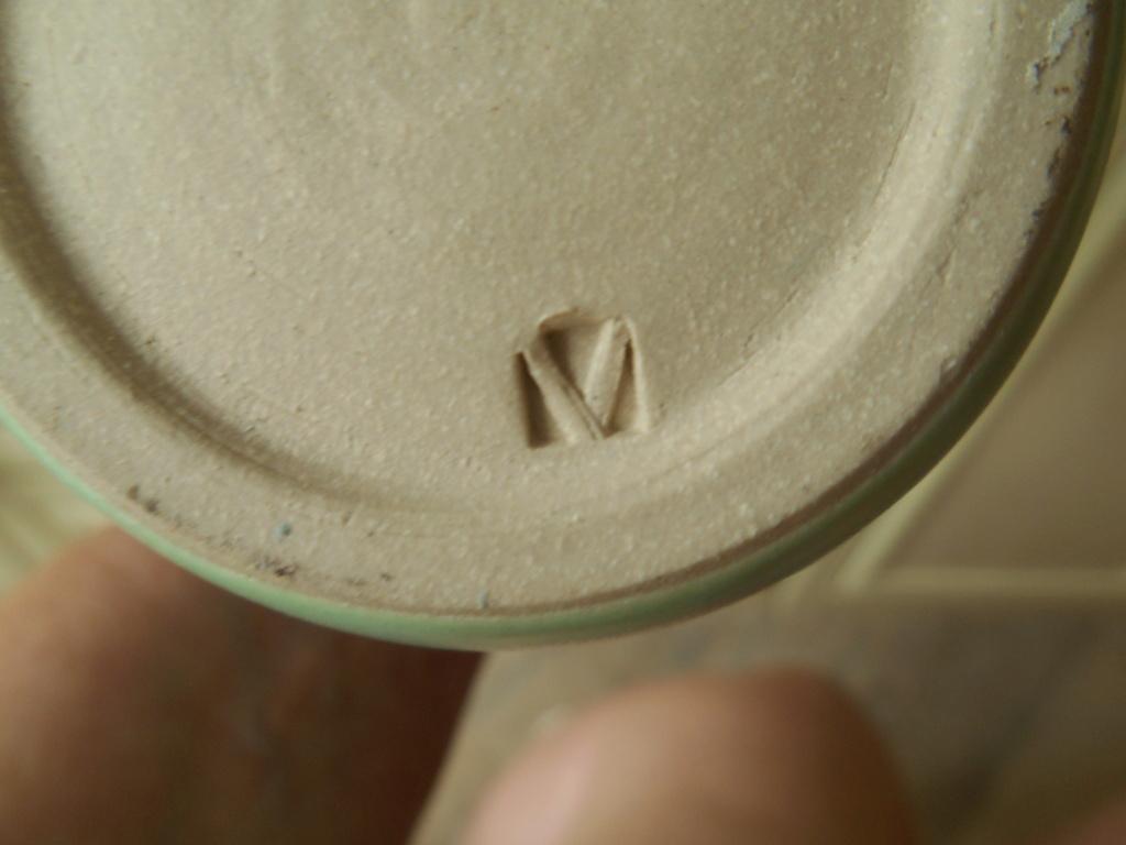 Vase Lucie Rie influence V shape mark - help to identify maker please Dscn9918