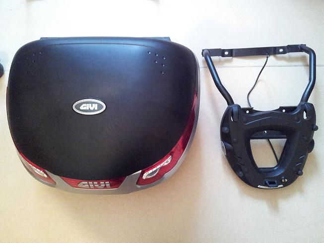 VENDS TOP CASE GIVI E55 MAXIA + feu stop + Platine Givi Top_ca10