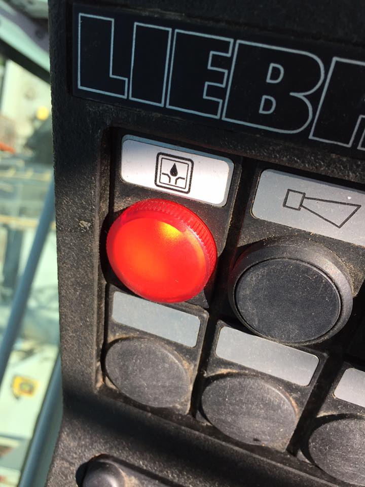 Grue Liebherr 85 EC-B5 en panne 11391310