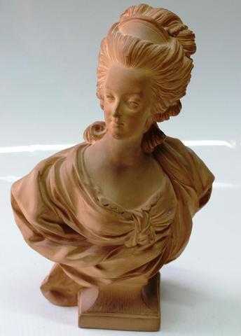 A vendre: bustes Marie Antoinette - Page 3 0ef7c410