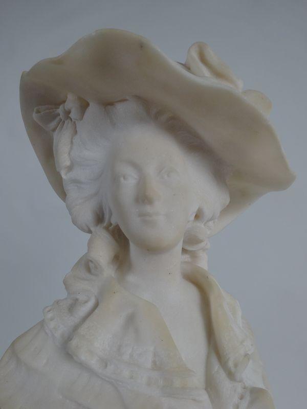 A vendre : statuette en marbre représentant la Reine Marie-Antoinette 14335015