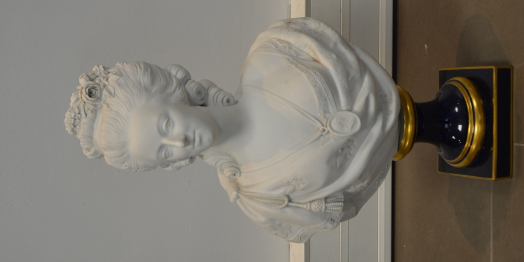 A vendre: bustes Marie Antoinette - Page 3 14340210