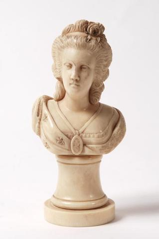A vendre: bustes Marie Antoinette - Page 3 A4f12410