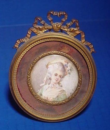 A vendre: miniatures de Marie Antoinette? - Page 2 Zgrav10