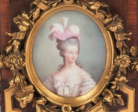 A vendre: meubles et objets divers XVIIIe et Marie Antoinette - Page 3 Zzz10