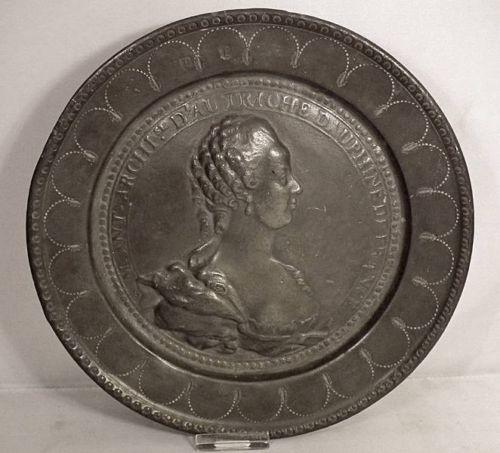 A vendre: Marie Antoinette sur métal Zzz22
