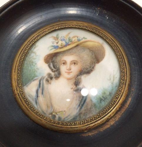 A vendre: miniatures de Marie Antoinette? - Page 3 Zzz24