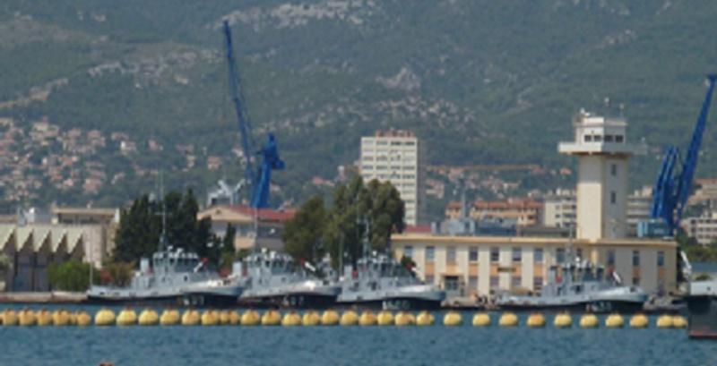 Remorqueurs GIENS, BALAGUIER, SICIE, LARDIER à quai à Toulon Remorq10