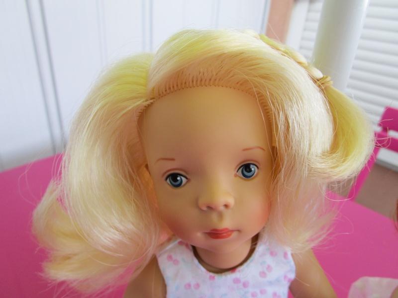 elles sont arriver les nouvelles petites minouches la délicieuse blonde Joelle et la sublime rousse Nathalie Img_0332