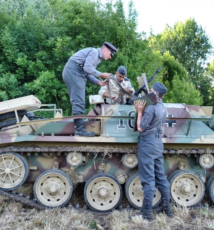 Elingen Le Tank Hunter  Vama-111