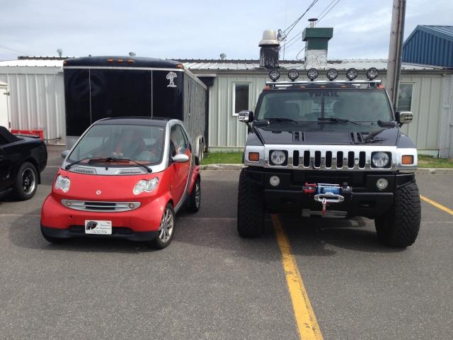 Hummer H2,  gros ou!!!   comparaison... Img_0314