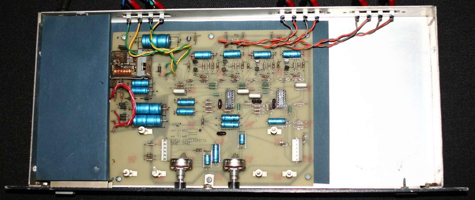 Filtre actif JBL UREI 5234 Inside13
