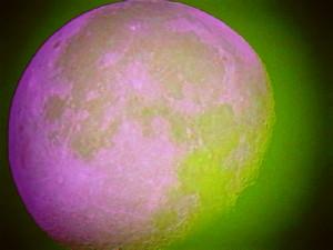 Pleine lune (ou presque, décroissante d'une 1/2 journée) 210