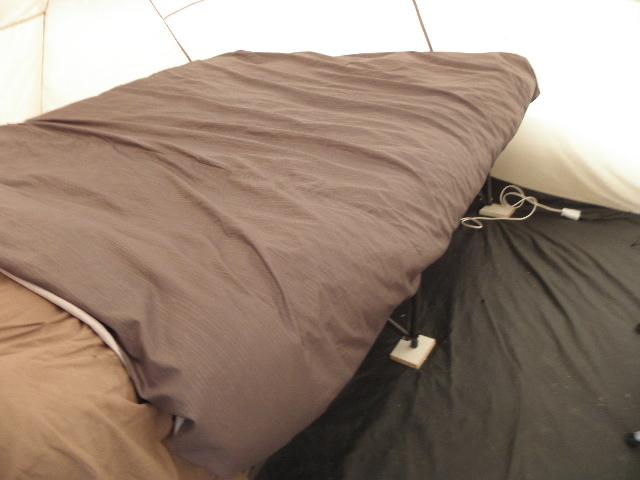 matelas gonflable sur lit de camp P8103613