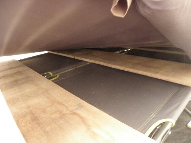 matelas gonflable sur lit de camp P8103615