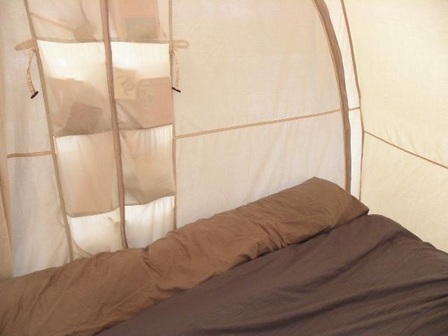 matelas gonflable sur lit de camp P8103617