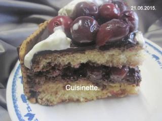 Gâteau chocolaté aux cerises.photos. 10440710