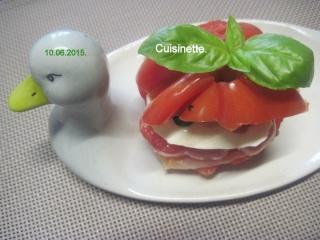 Hamburger de tomate.saumon et mozzarella.photos. Img_7415
