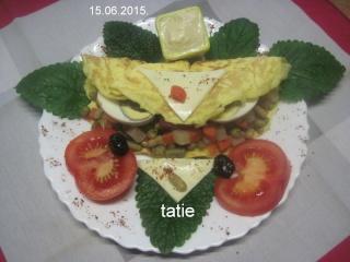 Omelettes composées de légumes.œufs.râpé.photos. Img_7574