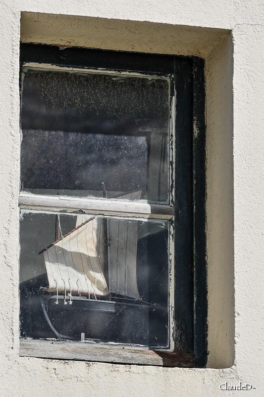 À vos fenêtres ... - Page 2 Bateau10