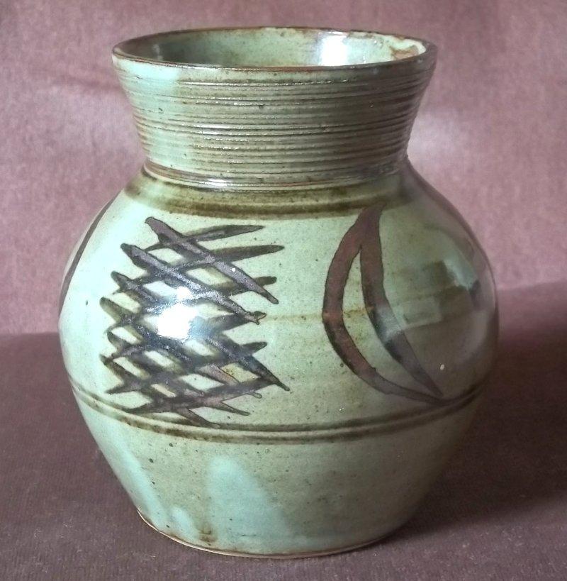 Stoneware vase HA? - Abuja? 100_2423