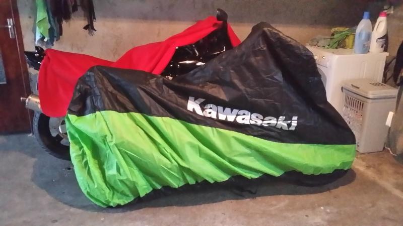 [VENDU] Kawasaki Z1000 noire de 2014, garantie 2018 Housse12