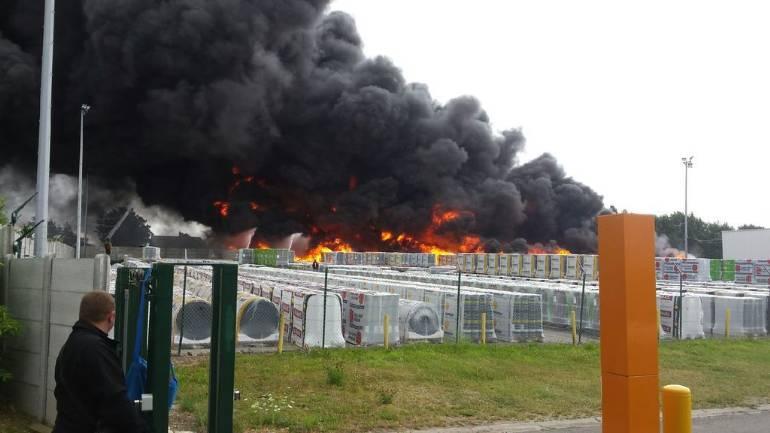 Violent incendie en cours chez Derbigum à Perwez D683ae10