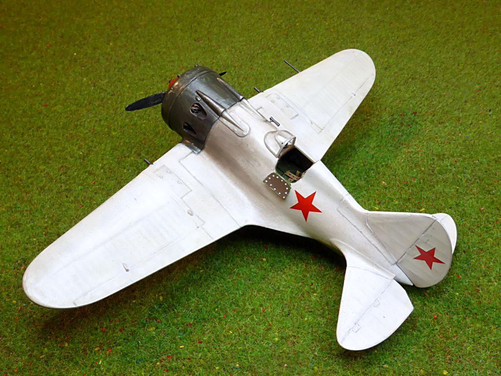[eduard] Polikarpov  I-16 type 10 - Page 3 Polika85