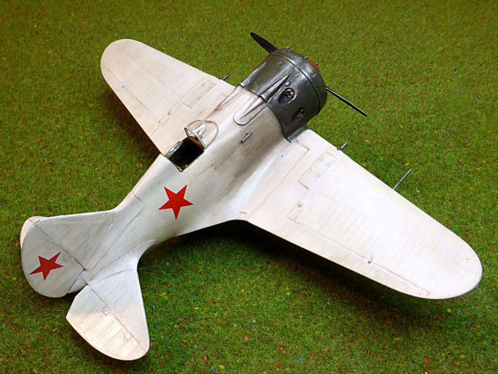 [eduard] Polikarpov  I-16 type 10 - Page 3 Polika88