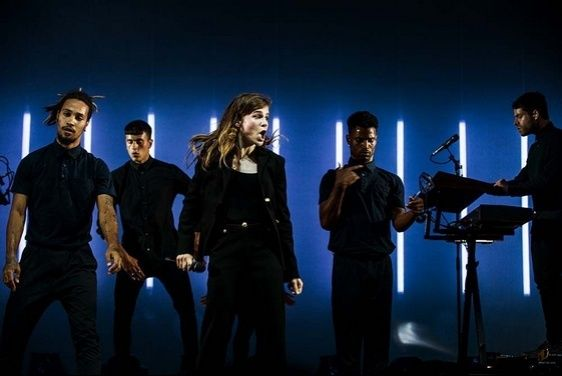 CHRISTINE & THE QUEENS - Queen of Pop. - Page 7 Iuoio10