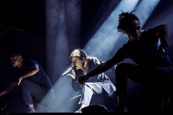 CHRISTINE & THE QUEENS - Queen of Pop. - Page 7 Oopy10