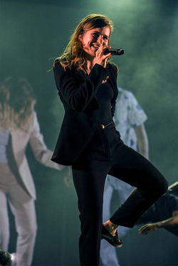 CHRISTINE & THE QUEENS - Queen of Pop. - Page 7 Yop_yo10
