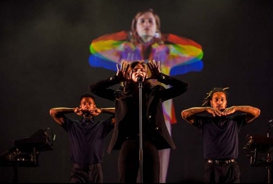 CHRISTINE & THE QUEENS - Queen of Pop. - Page 7 Yy_oy_10