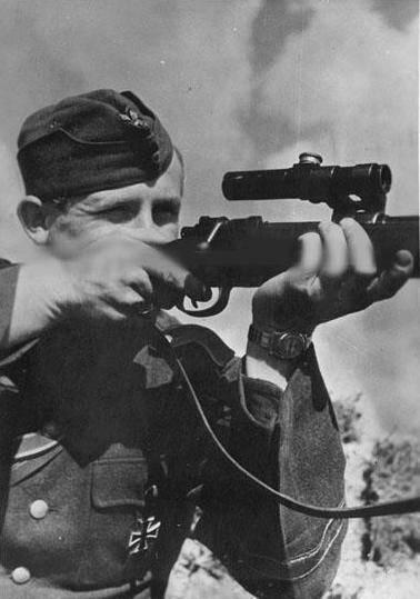 Une lunette PU sur un 98k.  Sniper10
