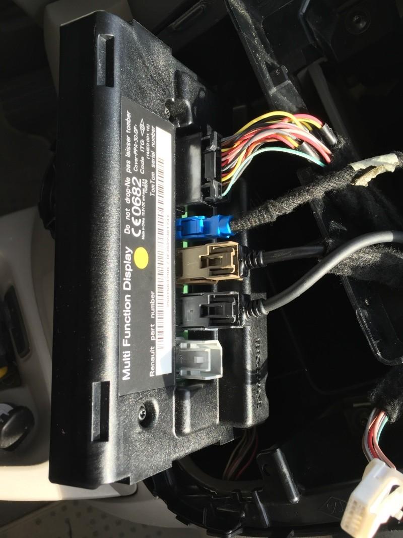 [Tutoriel] Démontage R-Link & accessoires de la planche de bord Img_2520