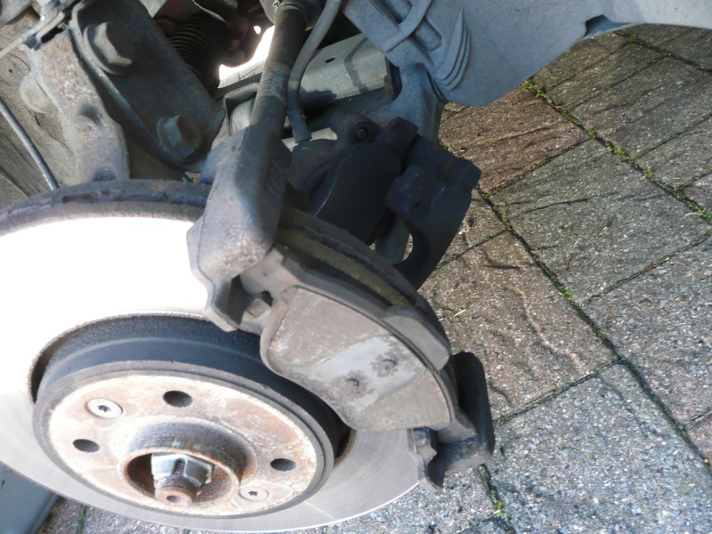 Changing front brake pads and/or discs P1020418