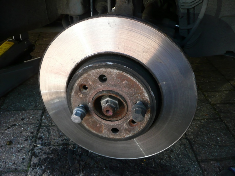 Changing front brake pads and/or discs P1020421